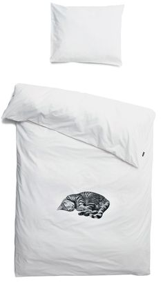 White duvet cover with print of cat Ollie by Snurk Beddengoed. Queen Sheets, Bed Sheets, White Duvet, Grey Cats, Black Cats, Shades Of White, Crazy Cat Lady, Linen Bedding, Bed Linens