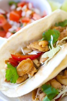 Kung Pao Chicken Tacos - amazing tacos with Chinese Kung Pao Chicken. Savory and slightly spicy chicken and roasted peanuts make the tacos so delicious | rasamalaysia.com