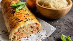 Vidiecky závin s kyslou kapustou a slaninkou | Recepty.sk Caraway Seeds, Stromboli, Fresh Rolls, Lasagna, New Recipes, Healthy Snacks, Bacon, Food Porn, Low Carb