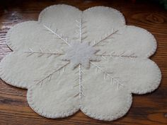 White Wool Felt candle Mat for Christmas Penny Rug Patterns, Wool Applique Patterns, Felt Applique, Christmas Sewing, Felt Christmas, Christmas Christmas, Fabric Crafts, Sewing Crafts, Wool Mats