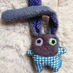 Doudou lapin naissance unique coton petit pan turquoise et pois