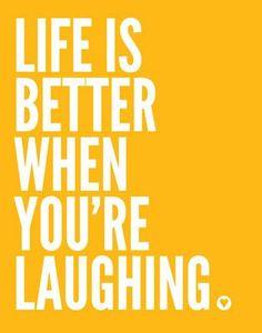 """Sattes Gelb steht für Wissen und Logik – klare Gelbtöne können demnach den Geist anregen und die Konzentration fördern. Nicht umsonst spricht man vom (gelben) Geistesblitz, einem """"hellen Kopf"""" oder sagt: """"Mir geht ein Licht auf"""". Gelb steht für freies, schrankenloses Denken. Gelb ist die Farbe mit der größten Strahlkraft. So wird man in einem gelben Outfit sicherlich nicht übersehen."""
