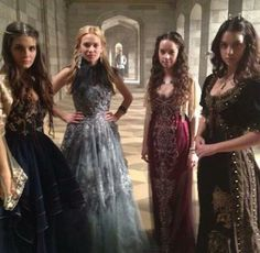 Lady Kenna, Greer, Lady Lola and Queen Mary ~ Reign. Their gowns are gorgeous! Reign Cast, Reign Tv Show, Queen Mary Reign, Lola Reign, Kenna Reign, Lady Kenna, Marie Stuart, Reign Dresses, Reign Fashion