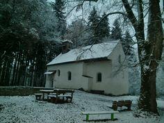 Pollingsrieder Kapelle, aufgenommen im Winter bei Dämmerung... Viele halten diesen Ort für böse und verflucht, so kommt es hier zu unzähligen paranormalen Erscheinungen - bis heute...