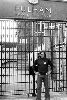 New signing George Best outside the gates of Craven Cottage, Fulham FC 1977 Football Stadiums, Football Soccer, Retro Football, Chelsea Football, Football Players, Fulham Fc, Club, Best Memories, Manchester United