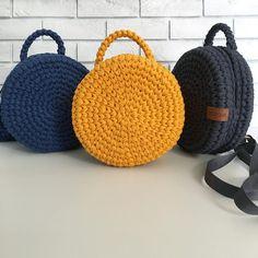 """201 Beğenme, 10 Yorum - Instagram'da Сумочный бренд DOSSOVA (@happytiaknit): """"Пополнение в рядах моих авторских Макарун-рюкзаков. До чего же они эффектные! С таким аксессуаром…"""""""