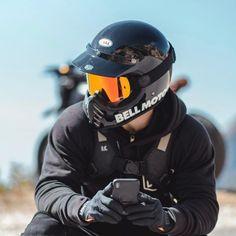 My motorcycle is calling. Retro Motorcycle Helmets, Motorcycle Equipment, Motorcycle Style, Motorcycle Gear, Riding Helmets, Bike Helmets, Harley Davidson, Chopper, Motorcycle Helmets