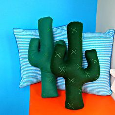 Cactus pillow. Felt cactus cushion. Decorative pillow. Stuffed cacti. Succulent plant. Felt plant. Gift for gardener. Shaped pillow