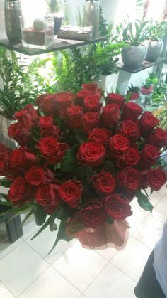 Λουλούδια αγάπης για ρομαντικούς. Κάντε μια μοναδική έκπληξη για τον σύντροφο σου με υπέροχα λουλούδια αγάπης. Πες πόσο πολύ την αγαπάς, προσφέροντας μια ανθοδέσμη λουλουδιών.