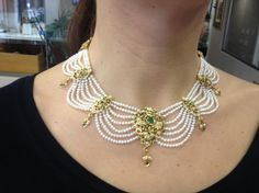 Antique Y/ Gold Pearl Colombian Emerald Necklace Pearl Necklace Designs, Jewelry Design Earrings, Gold Jewellery Design, Emerald Necklace, Gold Necklace, Motifs Perler, Indian Jewelry Sets, Bridal Jewelry, Pearl Jewelry