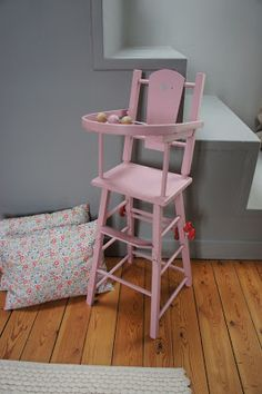 Atelier Petit Toit: Ancienne chaise haute de poupée - [novembre 13]