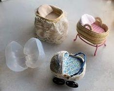 De nuevo con el calendario de adviento y siguiendo la serie iniciada el día 1. Y dirán ustedes, pero esto debería ser antes ...pues no.... Doll House Crafts, Doll Crafts, Doll Houses, Diy Barbie Furniture, Dollhouse Furniture, Miniature Crafts, Miniature Dolls, Diy Dollhouse, Dollhouse Miniatures