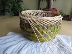 16) Zavírka Farah1 - Pedig a košíky Basket Weaving Patterns, Paper Basket, Projects To Try, Crafts, Baskets, Craft, Hampers, Wicker, Bricolage