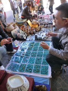 Selling Turquoise beads at the Panjiayuan market in Beijing. Pay attention, more then goods sold inside this market are fakes! Beijing Food, Beijing China, Turquoise Stone, Turquoise Jewelry, Beading Tools, Bead Shop, China Travel, Shell Crafts, Adventure Is Out There