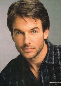 Mark Harmon.....Oh my! I almost didn't recognize him without his gray hair! lol He's lookin good. ;P