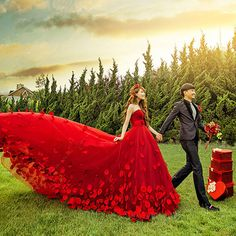Enthusiastic Red Tulle Strapless Petal Train Wedding Dresses Photo Shoot W521
