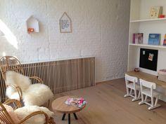 Verwarming wegwerken Radiator Cover, Living Spaces, Living Room, Minimal Home, Shag Rug, Man Cave, Minimalism, Sweet Home, Home And Garden
