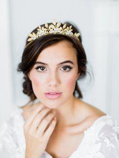 CAMELLIA bohemian bridal tiara, romantic gold wedding crown, boho headpiece with leaves and crystals - Wedding hair - Wedding Dekorations Bridal Crown, Bridal Updo, Bridal Headpieces, Bridal Hair And Makeup, Bridal Beauty, Wedding Beauty, Boho Wedding Makeup, Wedding Hijab, Hair Wedding