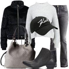 Outfit composto da jeans grigio denim a zampa, maglione con collo alla coreana, giubbotto nero modello bomber con cerniera, borsa a tracolla in pelle e cappello nero con visiera.