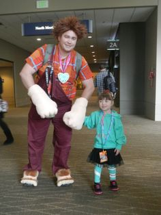 Wreck It Ralph & Vanellope VonSchweetz Funny Kid Halloween Costumes, Cute Costumes, Cosplay Costumes, Awesome Costumes, Costume Ideas, Wreck It Ralph, Funny Cosplay, Disney Cosplay, Cutest Thing Ever