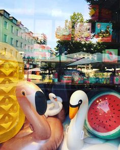 WINDOW SHOPPING  #sunnylifeaustralia #floatingtime #poolparty #poolparty #readyforsummer #flamingo #swan #watermelon #pineapple #drinkholder #coolgirl #summerinthecity #exclusive @worldkoblenz