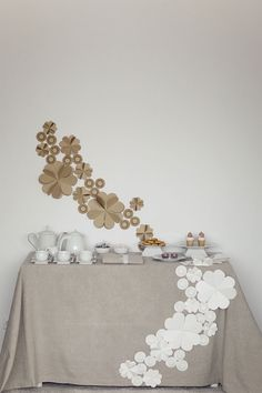 I love the way the paper flowers on the wall are reflected in the table cloth.le même en noir et blanc? Decoration Table, Paper Decorations, Flower Decorations, Wedding Decorations, Paper Flower Decor, Paper Flowers, Art Origami, Festa Party, Deco Table