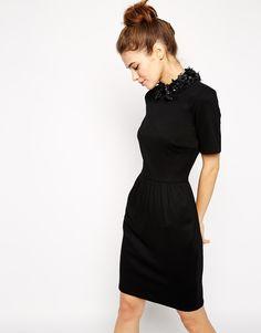 ASOS | Vestido de tubo con cuello de flores de efecto cuero de ASOS en ASOS