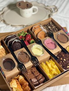 Finger Food Appetizers, Appetizer Recipes, Kitchen Recipes, Cooking Recipes, Grazing Food, Charcuterie Gifts, Baking Packaging, Dessert Boxes, Brownie Desserts