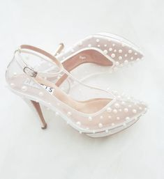 Pearl wedding shoes are a great option for the brides who want to look fabulous! Read this post to find out tips on how to pick the perfect wedding shoes!