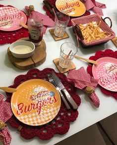 Food Table Decorations, Decoration Table, Beautiful Table Settings, Its My Bday, Home Design Decor, Backyard Bbq, Food Presentation, A Table, Dinnerware