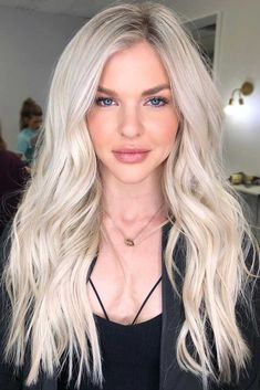 There are countless hairstyles that can be created on the basis of layered haircuts. Let's discover some fresh as well as classy hairstyles for long, layered hair. Classy Hairstyles, Celebrity Hairstyles, Hairstyles Haircuts, Blonde Hairstyles, Girl Haircuts, Wedding Hairstyles, Light Blonde Hair, Blonde Hair Looks, Blonde Lob Hair