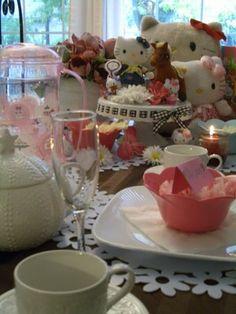 Hello Kitty Birthday Party, via @Ashley Urke {Domestic Fashionista}