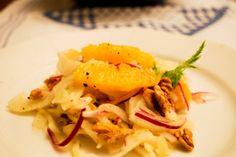 Ein winterlicher, frischer und frecher Salat - Fenchelsalat mit Orangenfilets, roten Zwiebeln und Walnüssen  http://norassalzindersuppe.blogspot.de/2013/12/ein-winterlicher-frischer-und-frecher.html