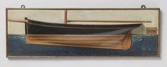 anoniem | Halfmodel van een loodskotter, attributed to J. Bos, 1866 | Stapelmodel (bakboord) van een een mast kotter. Verticale voorsteven. Overhangend hek met klein, plat hekkebord; roer met vierkante roerkoning en afgerond roerblad. De zeeg loopt naar voren op, een reehout. V-vormig onderwaterschip. De boegspriet ligt naast de voorsteven; de giek is op het model aangegeven. Schaal 1:40 (volgens Obreen).