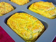 Deliciosos pães ricos em proteína e muito fáceis de fazer. Óptimos como lanche ou acompanhamento de uma refeição.
