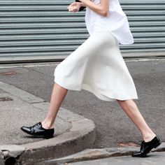Sleeveless, white, cotton blouse, untucked + cream, loose fitting skirt, + black oxford's. | LA COOL & CHIC