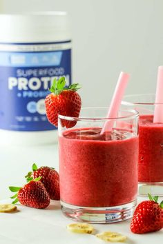 High Protein Strawberry Banana Smoothie | Healthy Hacks Banana Protein Smoothie, High Protein Smoothies, Strawberry Banana Smoothie, Protein Foods, Healthy Juices, Healthy Tips, Different Fruits, Frozen Strawberries, Smoothie Drinks