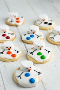 These melted snowman biscuits are the perfect treat for a snowy winter day . - baking bread - These melted snowman biscuits are the perfect treat for a snowy winter day … - Christmas Sugar Cookies, Christmas Snacks, Xmas Food, Christmas Cooking, Christmas Goodies, Christmas Parties, Christmas Crafts, Christmas Music, Christmas Decorations