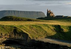 With Ben Bulben and Classiebawn Castle nestled in the background, Mullaghmore Head in County Sligo provides the perfect backdrop for your spectacular vacation pictures.