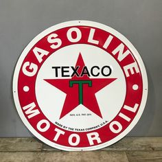 Texaco Gasoline Motor Oil Metal Wall Decor Gas Oil Garage Pump Fire Chief Can Tin Signs, Metal Signs, Pompe A Essence, Garage Signs, Garage Art, Filling Station, Man Cave Signs, Texaco, Decorative Signs