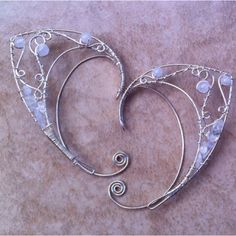 Odd and Creative Elven Jewelry for Your Ear - Snappy Pixels Ear Jewelry, Jewelry Crafts, Jewelery, Jewelry Accessories, Women Jewelry, Jewelry Design, Jewelry Making, Elf Ear Cuff, Ear Cuffs