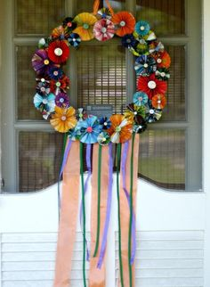 How to make a recycled magazine Fiesta wreath · Recycled Crafts | CraftGossip.com (I'd lose the streamers......just saying.....