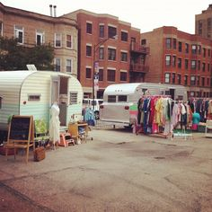 A Sort Of Fairytale: mobile vintage shops Another reason I must visit Chicago! Retro Trailers, Vintage Travel Trailers, Vintage Campers, Vintage Caravans, Mobile Boutique, Mobile Shop, Visit Chicago, Pop Up Shops, Antique Stores