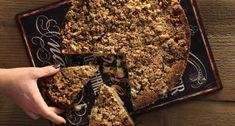 Η καλύτερη συνταγή για κέικ καραμέλας από τον Άκη Πετρετζίκη. Βρείτε τη συνταγή εδώ και κάντε το σπίτι σας να μοσχομυρίσει κέικ και καραμέλα μαζί. Απλά τέλειο.