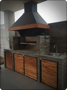 Fantastic Totally Free Fireplace Outdoor grill Suggestions Planning for an Outdoor Fireplace? Outdoor fireplaces and fire pits create a warm and inviting area Outdoor Bbq Kitchen, Backyard Kitchen, Outdoor Kitchen Design, Backyard Patio, Outdoor Kitchens, Rustic Outdoor, Outdoor Barbeque, Outdoor Cooking Area, Outdoor Kitchen Cabinets