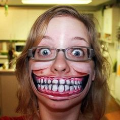 Are you looking for inspiration for your Halloween make-up? Check out the post right here for cute Halloween makeup looks. Pumpkin Face, Sexy Make-up, Creepy Halloween Makeup, Costume Halloween, Halloween Face, Scary Costumes, Halloween Halloween, Creepy Faces, Creepy Smile