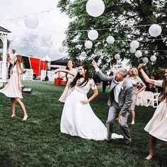 Party like its almost the weekend! This Is The Place Weddings: 801.924.7507 #photography @ashleyswensonphoto  #utahphotographer #utahwedding #weddings #wedding #utahweddingvenue #weddingvenue #utah #slc #danceparty #theknot #theknotrings #weddingdress #da