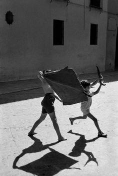 Chicos toreando. Andújar (Jaén) 1960