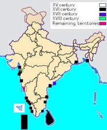 Le sultanat de Delhi s'étant progressivement affaibli, au début du xvie siècle les Indes sont divisées en de multiples États, musulmans — les plus nombreux — et hindous. C'est également à cette époque que les Portugais installent leurs premiers comptoirs