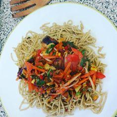 8 Minute Sizzlin Singapore Rainbow Veg stir fry & wholewheat noodles #akeencook #meatfree  Editing